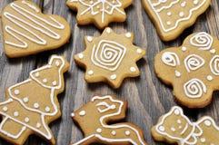 Galletas del jengibre y de la miel de la Navidad Fotografía de archivo