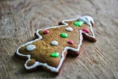 Galletas del pan de jengibre de la hornada de la Navidad Imagen de archivo libre de regalías