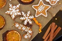Galletas del pan de jengibre de la Navidad Fotos de archivo