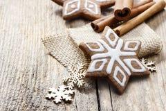 Galletas del pan de jengibre de la Navidad en forma de la estrella Foto de archivo