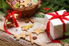 Galletas del pan de jengibre del embalaje para la Navidad Imagenes de archivo
