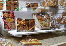 Galletas del pan de jengibre en el mercado de la Navidad de Vilna Imagen de archivo