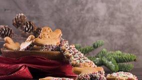 Galletas del pan de jengibre de la Navidad almacen de metraje de vídeo