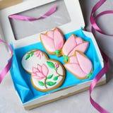 Galletas del pan de jengibre para el 8 de marzo, el día de las mujeres, galletas hechas a mano con Sugar Icing fotos de archivo libres de regalías