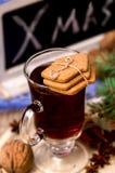 Galletas del pan de jengibre y vino reflexionado sobre Foto de archivo