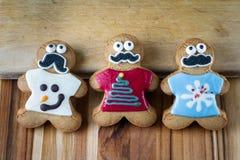Galletas divertidas del pan de jengibre del día de fiesta Fotografía de archivo libre de regalías