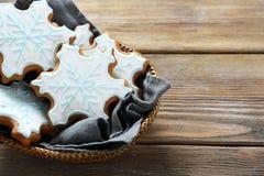 Galletas dulces de la Navidad del pan de jengibre Imágenes de archivo libres de regalías