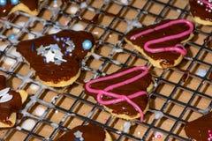 Galletas dulces de la Navidad que cuecen fotografía de archivo