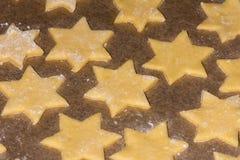 Galletas dulces de la Navidad que cuecen imagen de archivo libre de regalías