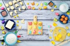 Galletas e ingredientes de Sugar Easter para cocer Imagen de archivo libre de regalías