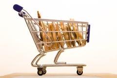 Galletas en carro de compras Foto de archivo