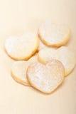 Galletas en forma de corazón de la tarjeta del día de San Valentín de la torta dulce Fotos de archivo