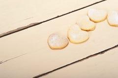 Galletas en forma de corazón de la tarjeta del día de San Valentín de la torta dulce Fotografía de archivo libre de regalías