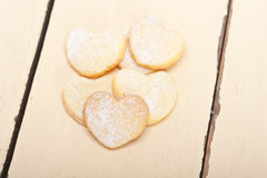 Galletas en forma de corazón de la tarjeta del día de San Valentín de la torta dulce Imagenes de archivo