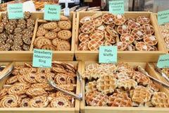 Galletas en una parada del mercado Imagenes de archivo