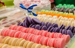 Galletas francesas coloridas - maracons Fotografía de archivo libre de regalías