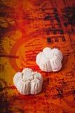 Galletas, galletas hechas en casa en fondo Fotografía de archivo