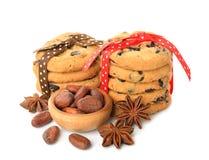 Galletas, granos de cacao, y anís Imagen de archivo