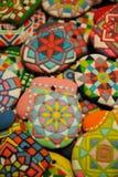 Galletas hechas en casa únicas de la Navidad, pan de jengibre colorido en la forma de guantes Foto de archivo libre de regalías