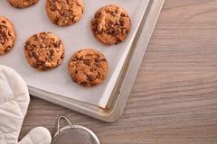 Galletas hechas en casa con el top recientemente cocido de la composición del chocolate imagen de archivo