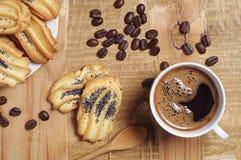 Galletas hechas en casa con la amapola y el café Foto de archivo