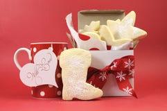 Galletas hechas en casa de la galleta de la torta dulce con la taza de té o de café Fotografía de archivo libre de regalías