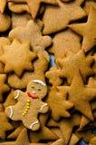 Galletas hechas en casa de la Navidad del pan de jengibre Foto de archivo libre de regalías