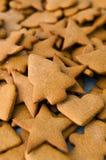 Galletas hechas en casa de la Navidad del pan de jengibre Fotos de archivo