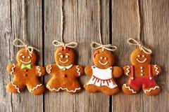 Galletas hechas en casa de los pares del pan de jengibre de la Navidad Foto de archivo libre de regalías