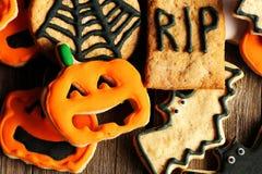 Galletas hechas en casa del pan de jengibre de Halloween fotografía de archivo libre de regalías