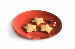 Galletas hechas en casa del pan de jengibre de la Navidad el tabla el 17 de noviembre de 2014 Imagenes de archivo