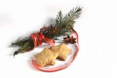 Galletas hechas en casa del pan de jengibre de la Navidad el tabla el 17 de noviembre de 2014 Fotos de archivo libres de regalías