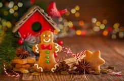 Galletas hechas en casa a del pan de jengibre de la Navidad imagen de archivo