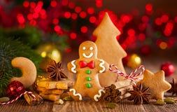 Galletas hechas en casa a del pan de jengibre de la Navidad imagenes de archivo