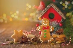 Galletas hechas en casa a del pan de jengibre de la Navidad imagen de archivo libre de regalías