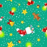Galletas inconsútiles del hombre de pan de jengibre del modelo de la Navidad, cascabeles que almacenan los regalos, elementos de  Fotografía de archivo