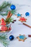 Galletas para el tema de la Navidad Año Nuevo y tarjeta de Navidad, espacio Imagen de archivo libre de regalías