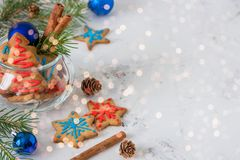 Galletas para el tema de la Navidad Año Nuevo y tarjeta de Navidad, espacio Imagenes de archivo