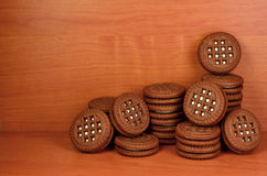 Galletas redondas del bocadillo con el relleno de la vainilla Imagen de archivo