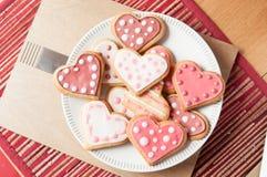 Galletas rosadas y blancas del corazón Fotografía de archivo