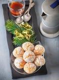 Galletas y café de almendras Imagen de archivo libre de regalías