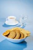 Galletas y café en un vector Foto de archivo libre de regalías