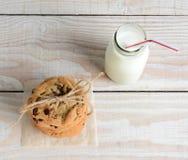 Galletas y cuadrado de la leche Foto de archivo libre de regalías