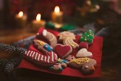 Galletas y decoraciones de la Navidad Imagenes de archivo