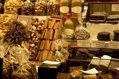 Galletas y dulces en almacén Imagenes de archivo