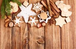 Galletas y especia hechas en casa de la Navidad Fotografía de archivo