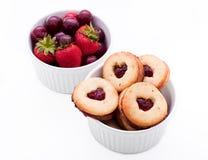 Galletas y fruta Fotografía de archivo