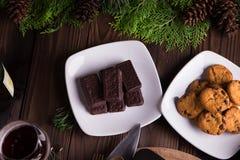 Galletas y galletas dulces del chocolate de los postres por días de fiesta: la Navidad, acción de gracias, la Noche Vieja Fotos de archivo