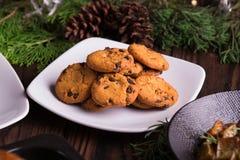 Galletas y galletas dulces del chocolate de los postres por días de fiesta: la Navidad, acción de gracias, la Noche Vieja Imágenes de archivo libres de regalías