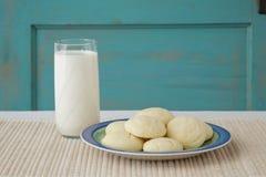 Galletas y leche de azúcar Fotografía de archivo